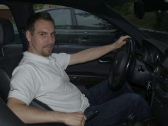nesprávné sezení v autě