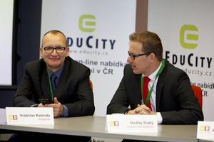 HR živě 2011: moderátoři diskuse Vratislav Kalenda (vlevo) a Ondřej Slabý (vpravo)