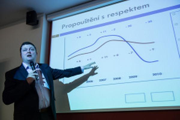 Roman Frkous, specialista na měřitelnou komunikaci, popisuje, jak propouštět zaměstnance s respektem
