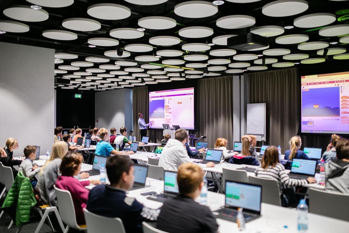 Meet and Code 2018 - Workshop pro děti v kancelářích SAP v pražském Metronomu
