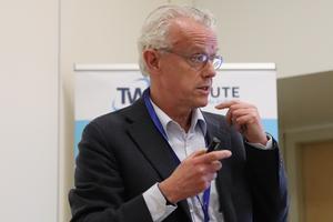 Peter Kabel, expert na efektivitu ve zdravotnictví.